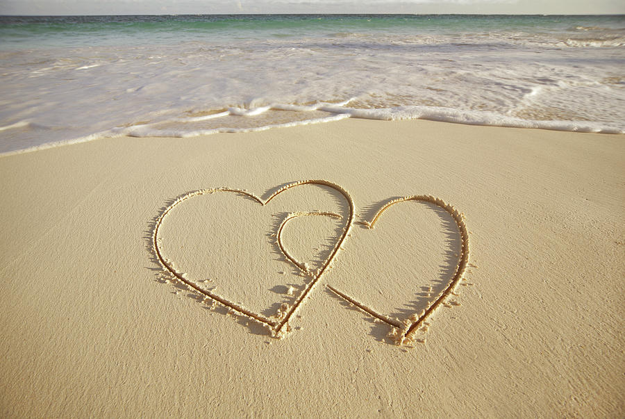 2-hearts-drawn-on-the-beach-gen-nishino