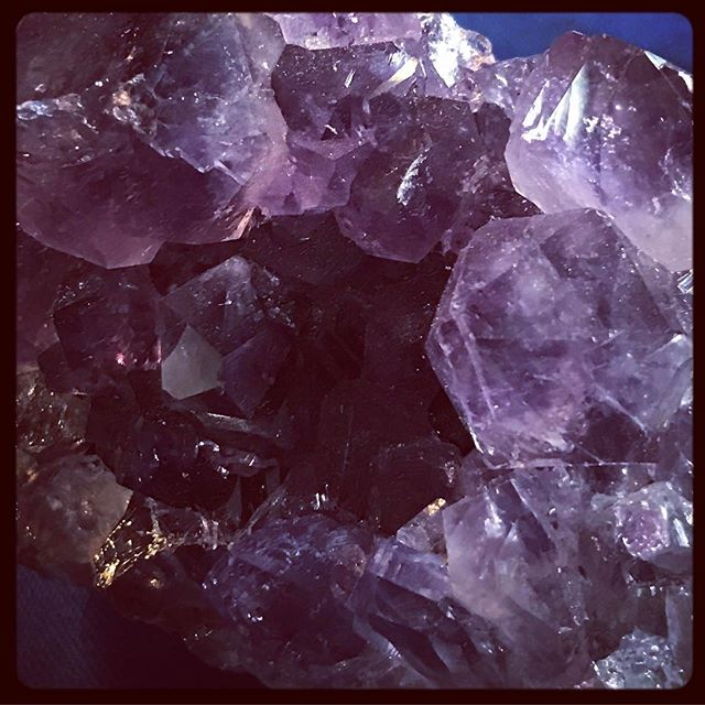 beautiful amethyst purple crystal photo image free with credit