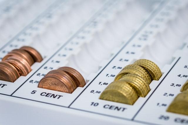 saving change adds up - big family money tips
